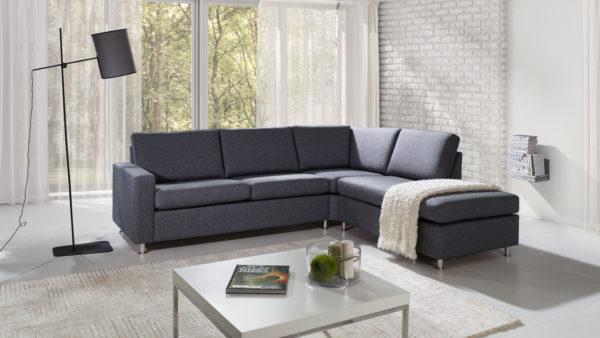 London en byggbar soffa från Troels. Välj mellan tyg och skinn. Soffan finns som låg soffa, hög soffa och djup soffa.
