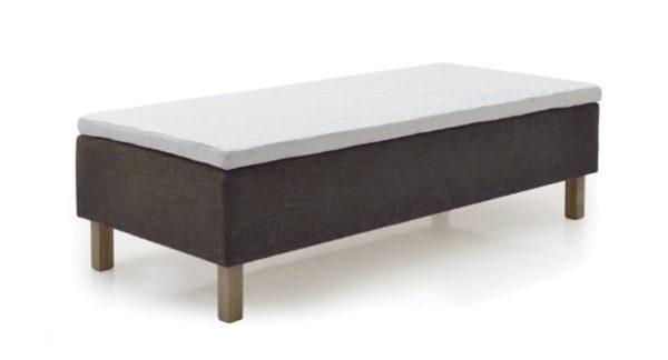 Topaz en ramsäng som vi just nu har ett erbjudande på med rabatt. Sängen är fem zonad med ett lager pocket och ett lager bonell.