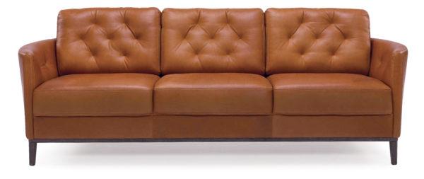 Emma är en soffa från bd möbel med knappar på ryggstödet. Finns i tyg och skinn.