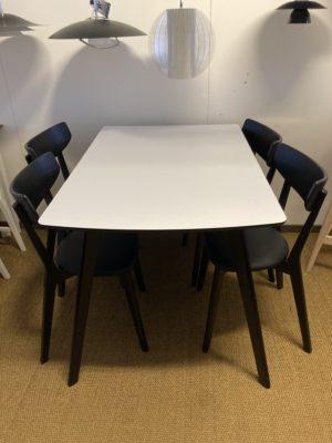 Rea på bordet Olivia från Rowico. 120x 80 cm.