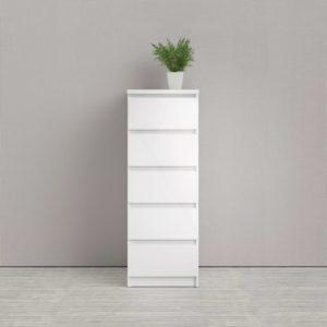 Naia en byrå med djupa lådor från Tvilum. Denna byrå kan du förvara mycket i. Finns som smal byrå i vitt och bred byrå i ek.