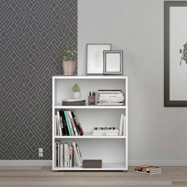 Prima är en bokhylla från Tvilum. Bokhyllan finns som låg och hög. Finns i vitt.