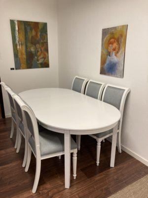 Rea på Mozart stol från Rowico. Kombinera med bordet Wittskär ett klassiskt bord i vitlack.