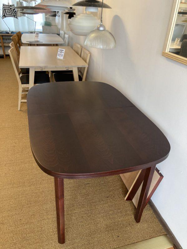 Klassiskt fint matbord i mahogny som just nu är på rea. Detta demo ex är 140x90 cm.