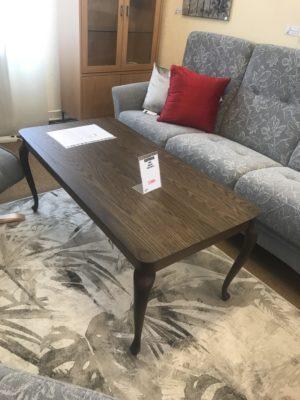 Svensktillverkat soffbord från Bordbirger vid namn Tvist. Detta soffbord är just nu på rea. Obs bordet på rea är i rökt ek.