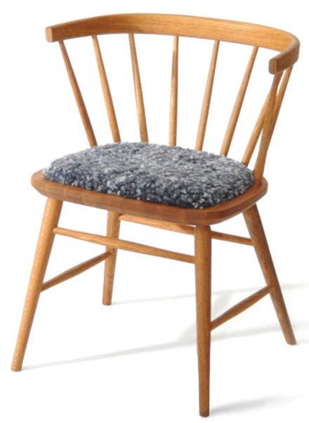 Svensktillverkade Florida från Wigells. Här ser ni en karmstol. I serien finns även matbord och pinnstol.