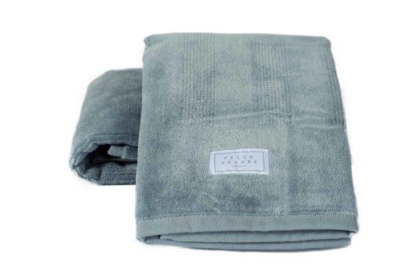Badlakan och handdukar i olika storlekar och färger. Vi säljer badrumstillbehör i bomullsfrotté av hög kvalitet från Pelle vävare.