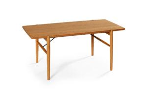 Medley är ett svensktillverkat smalt soffbord från Bordbirger. Detta soffbord finns i ek, rökt ek, svartbetsad ek, vitpigmenterad ek och vitlack.