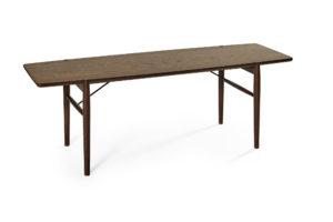 Smalt svensktillverkat soffbord från Bordbirger. Detta soffbord heter Medley och finns i rökt ek, ek, svartbetsad ek, vitpigmenterad ek och vitlack.