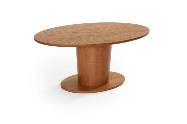 Rond är ett svensktillverkat soffbord från Bordbirger. Detta soffbord har en rund fot i ek och finns i två olika storlekar. Välj mellan runt bord eller ovalt bord.