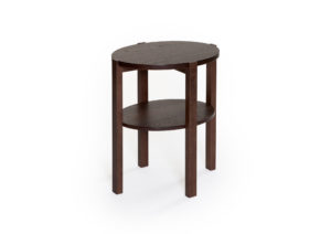 Fåtöljbordet Solo från Bordbirger är ett svensktillverkat bord. Välj mellan ek, svartbetsad ek, rökt ek och vitpigmenterad ek.