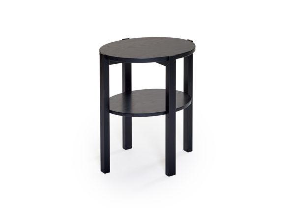 Solo är ett fåtöljbord som är tillverkat i sverige av Bordbirger. Detta fåtöljbord finns i ek, vitpigmenterad ek, svartbetsad ek och rökt ek.