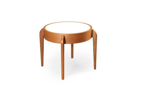 Fint soffbord från Bordbirger. Soffbordet Center är svensktillverkat. Bordet har en vändbar skiva i laminat.
