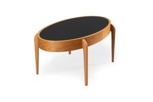 Fint svensktillverkat soffbord från Bordbirger. Detta soffbord heter Center. Bordet har en vändbar skiva i laminat med en sida i svart och en i vitt. Bordet finns som ek, svartbets och vitlack.