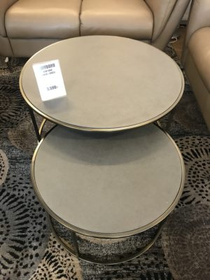 Fint satsbord från Stenexpo. Detta soffbord består av två olika små bord. Borden heter New York.