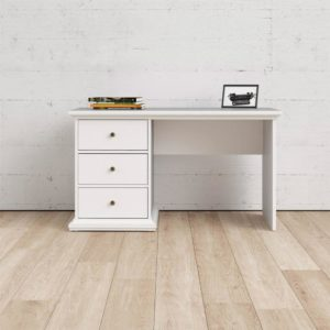 Fint skrivbord från Tvilum. Detta skrivbord heter Paris och är vitt. Skrivbordet är djupt och har tre stora lådor. Skrivbordet har dekorlist uppe och nere.